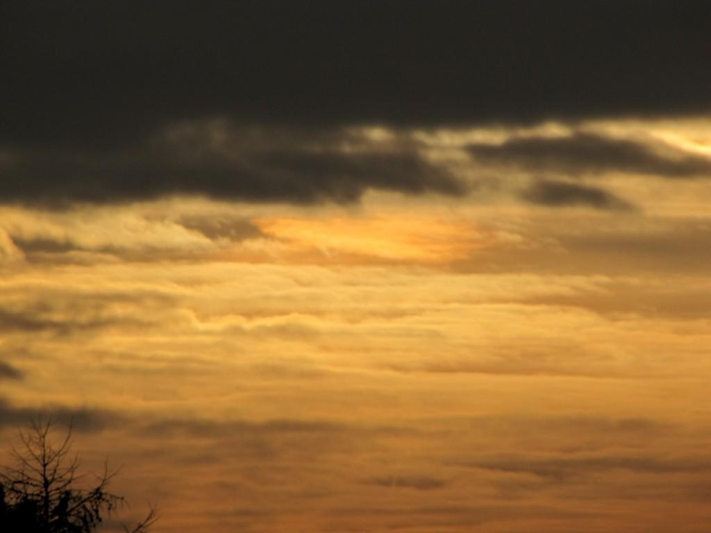 Sonnenfinsternis am 4.1.11, hinter Wolken